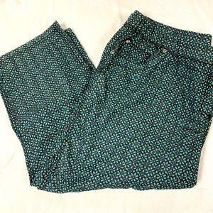 Gorgeous 2x capris elastic waist Pocket details